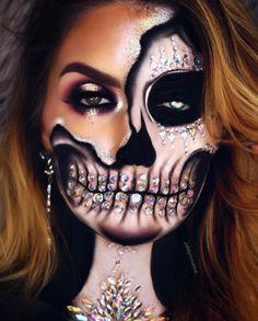 43 Cool Skeleton Makeup Ideas to Try for Halloween Illusions-Skelett-Make-up mit funkelnden Strasssteinen Creepy Halloween Makeup, Amazing Halloween Makeup, Halloween Eyes, Halloween Looks, Halloween Costumes, Hallowen Schminke, Cool Skeleton, Sugar Skull Makeup, Makeup Inspiration