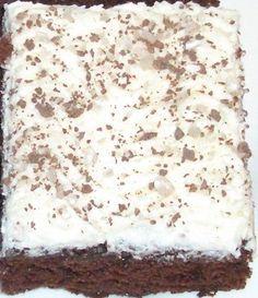 Minunkin piti kokeilla paholaisen piirakkaa.... Baking Recipes, Cake Recipes, Dessert Recipes, Desserts, Sweet Bakery, Cake Bars, Yummy Cakes, Sweet Recipes, Food To Make