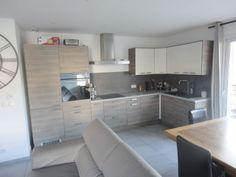Roquefort la Bédoule - En exclusivité à vendre bel appartement T3 dans résidence fermée avec piscine, de 60m². Séjour avec cuisine ouverte, terrasse de 12m². Garage de 20m². Copropriété de 34 logeme [...]