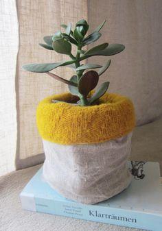 Blumentöpfe - Übertopf aus Wolle und Leinen Senfgelb Natur - ein Designerstück von 13-simple-things bei DaWanda