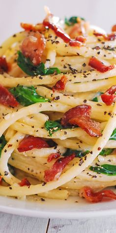 Creamy Italian Pasta with Spinach Bacon and Buttery Garlic Parmesan Sauce is an easy Italian dinner! This simple weeknight meal takes 30 minutes! Creamy pasta is seasoned with coarsely ground black pepper. Bacon Pasta, Spinach Pasta, Sausage Pasta, Autumn Pasta Recipes, Dinner Recipes, Italian Dishes, Italian Recipes, Garlic Parmesan Sauce, Parmesan Pasta