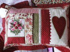 Almofada bordada à mão
