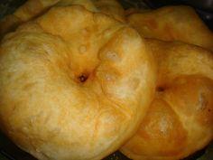Tortas Fritas con Levadura Receta de Norali - Cookpad Tapas, Bread, Cold, Torte Recipe, Bread Recipes, Sweet Bread, Rain, Brot, Baking
