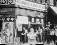 The Peckham Gramophone Store in A poster hanging above the doorway… Vintage London, Old London, Old Pictures, Old Photos, Vintage Photos, Music Machine, London History, Hanging Posters, Old Music