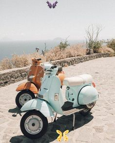 "ELLIE WATSON on Instagram: ""The Italian dream ☁️🛵"" @emmadunlapp<br> Vespa Lx, Piaggio Vespa, Vespa Scooters, Scooter Scooter, Vintage Vespa, Vintage Cars, Bedroom Wall Collage, Photo Wall Collage, Picture Wall"