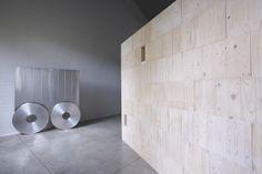 Sottiletta, 2007 Acciaio inox e alluminio 178 × 156 × 6 cm Photo © Bart Herreman