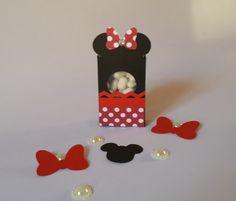 Caixinha Tic Tac - - Mickey  Deixe sua festa personalizada com as caixinhas Tic tac - Mickey. São feitas em papel de gramatura 180, com a técnica de scrapbook artesanal.  O preço é referente a caixinha de papel, sem as balinhas. Se deseja, as balinhas, consulte-nos.  Poderá ser personalizada com ...