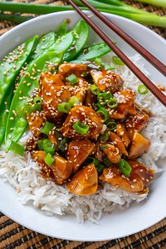 20 Minute Skinny Sesame Chicken // 341 cal, F, C, P Healthy Chicken, Chicken Recipes, Asian Recipes, Healthy Recipes, Sesame Chicken, Turkey Dishes, White Meat, Mets, Main Meals