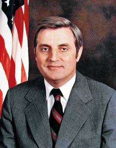 "Walter Frederick ""Fritz"" Mondale (born January is an American Democratic Party politician who served as the Vice President of the United States under President Jimmy Carter, American Presidents, American History, Minnesota, Walter Mondale, Campaign Posters, Liberal Politics, Politicians, Jimmy Carter, Extraordinary People"