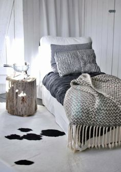 Hannas vardagsrum kohud trästubbe schäslong