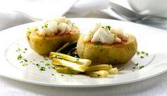 Patatas rellenas de Bacalao Noruego tradicional con salsa de romescu y ajetes