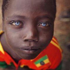 Ethiopian eyes Photo by Roman Novikov — National Geographic Your Shot Black With Blue Eyes, People With Blue Eyes, Gorgeous Eyes, Pretty Eyes, Blue Eye Facts, Charming Eyes, Photos Of Eyes, Crazy Eyes, Light Eyes