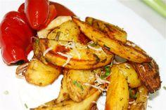 Dupa o saptamana numai de fripturi si mancaruri grele, aveam pofta de o mancare gustoasa la cuptor dar care sa fie cu mai putin calorii. Raspunsul este simplu, cartofi la cuptor cu condimente, o reteta la care multi ar spune ca nu ai nevoie indicatii, insa daca vrei sa-ti iasa crocanti trebuie sa respecti cateva sfaturi. http://www.retete-mancare.com/cartofi-la-cuptor-2.html