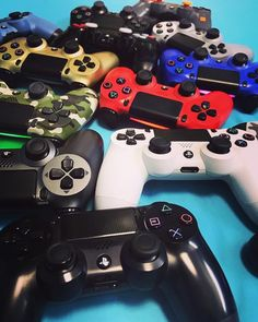 It's Sunday that means it's time to put your feet up and start gaming! Playstation 4 Accessories, Cartoon Wallpaper Hd, Gaming Station, Game Controller, Nintendo, Eat Sleep, Game Room, Funko Pop, Games To Play
