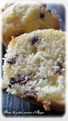 Muffins noix de coco aux pépites de chocolat, façon Bounty ! - Dans la p'tite cuisine d'Angie ... Cap Cake, Cake & Co, Paris Brest, Cake Factory, Beignets, Tea Time, Mousse, Deserts, Banana