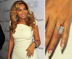 Pin for Later: Die ultimative Galerie der Promi Tattoos! Beyoncé Beyoncé Knowles ließ sich ihre Lieblingsnummer, 4, im römischen Format auf den linken Ringfinger tätowieren.