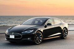 Das Modell S des Marktführers für #Elektroautos Tesla – Bild: autoblog.com