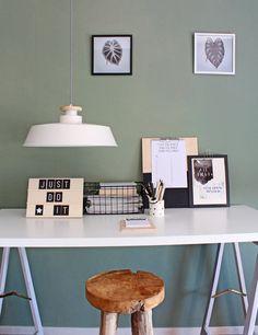 Grote Scandinavische hanglamp wit met houten stuk