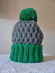 Cappellino bicolore. Molto caldo