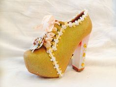 2016 Krewe of Muses glitter parade shoe.