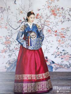 Hanbok, korean traditional clothes / My wedding / / Korean Traditional Clothes, Traditional Fashion, Traditional Dresses, Korean Dress, Korean Outfits, Hanbok Wedding, Modern Hanbok, Culture Clothing, Beauty And Fashion