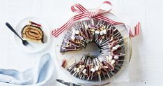 'Tis the season for super yet simple desserts that the whole family will love! Try our decadent rocky road wreath, smothered in chocolate ganache and topped with peanuts, marshmallows and chunks of Turkish Delight! Aussie Christmas, Australian Christmas, Christmas Lunch, Christmas Cooking, Christmas Desserts, Christmas Treats, Christmas Cakes, Christmas Time, White Chocolate Desserts