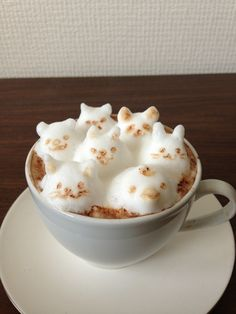3d latte art animals by Mattsun (Kohei Matsuno), latte artist in Japan. Foam cat, chicken, bunny, panda, dog, & bear