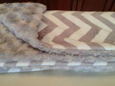 Baby Blanket DOUBLE MINKY gray and ivory CHEVRON by NanasKidsDesigns, $40.00 #chevron #minky #babyblanket #NanasKidsDesigns #baby