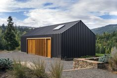 Very nice lines! So simple with the standing seam metal and wooden doors, and yet so beautiful bulding. Really inspiring work! Elk valley tractor shed fieldwork design architecture Architecture Bauhaus, Modern Architecture, Architecture Photo, Vernacular Architecture, Architecture Interiors, Architecture Student, Design Interiors, Garage Design, Shed Design