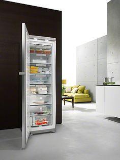 FN 14827 S ed/cs-1 - Frittstående fryseskap med NoFrost og SoftClose for komfortabel montering side-ved-side.--