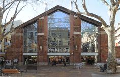 El Mercat del Clot is a traditional Barcelona market and the heart of the El Clot neighbourhood in Sant Martí.