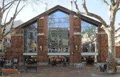 El Mercat del Clot is a traditional Barcelona market and the heart of the El Clot neighbourhood in Sant Martí.