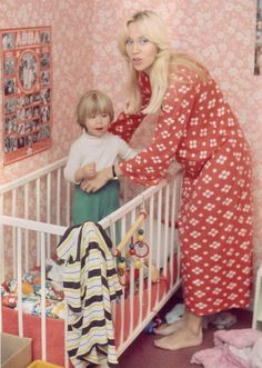 Pictures of Agnetha as a mother - Seite 4 | www.abba4ever.com