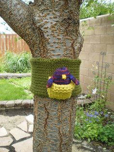 Tree Cozy & Nest by Genevra Lee - This pattern is available as a free Ravelry download I was inspired by the birds and their babies fluttering around in my trees and decided to join in the fun by creating a nest for some knitted critters.  Any yarn or weight is useable. This is meant to be a free-form project that uses up those left over stashes. Don't take it too seriously.