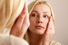 Olá!! Você sabia que alguns hábitos do nosso cotidiano podem acelerar o envelhecimento natural da pele e provocam rugas?  Veja como reverter esse quadro.lá pessoal!! ✨