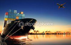 컨테이너 선박에서 수입, 아름 다운 아침 화물 및 화물 운송 선박 수송 선박 야드 사용 로드의 빛에 대 한 포트를 수출 — 스톡 이미지 #81125694