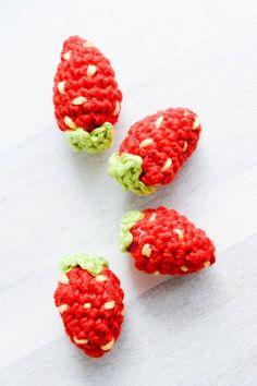 Häkelerdbeeren- CrossoverProjekt – Mein gehäkeltes Herz Raspberry, Fruit, Crossover, Creative Ideas, Beading, German, Hacks, Winter, Bracelets