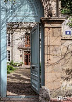 Le grand portail de l'Hôtel des Tailles, maison d'hôtes à Mortagne-au-Perche