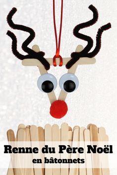 Découvrez un bricolage de Noël pour enfants facile afin de fabriquer les rennes du Père Noël avec des bâtonnets de glace en bois !