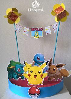 Colorida mes de golosinas con los personajes de moda para el cumpleaños de Nico. Moneditas de chocolate ...