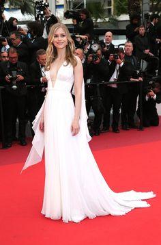 Cannes 2016 - Erin Moriarty in Alberta Ferretti - Day 12 (cérémonie de cloture)