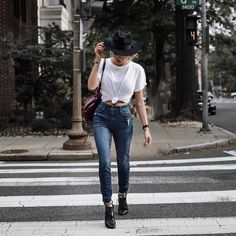 Walk this way! @thedistrictdarlings elevates her street style game with the BOMBSHELL SKINNY in Cambridge.