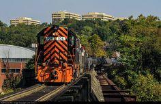 WLE 106 Wheeling & Lake Erie EMD GP35 at Pittsburgh, Pennsylvania by Justin Calvin