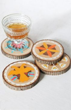 Wooden coasters made from tree branch rings....would be a great parent gift idea for students to make.