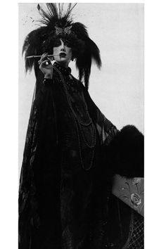 Marisa Berenson dressed as Marchesa Luisa Casati - The Rothschild Ball - 1972 - Photo by Cecil Beaton - Watsonette Marchesa, Manado, Gothic Fashion, Vintage Fashion, Women's Fashion, February Gemstone, Cecil Beaton, Engagement Ring Sizes, Vintage Beauty