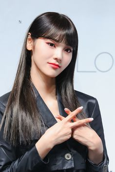 to all LOOΠΔs around the world: Photo Extended Play, Kpop Girl Groups, Kpop Girls, Jin, Family Holiday Destinations, Olivia Hye, Parenting Styles, Quality Time, Social Platform