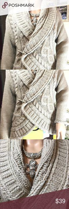 Elan Tan Circle Sweater in SIZE MEDIUM w/Pin Elan Tan Circle Sweater in SIZE MEDIUM w/Pin - Chunky, soft Knit in circle pattern. Figure-flattering! Can be worn open or closed. Elan Sweaters