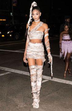 The 52 Best Celebrity Halloween Costumes of 2016 Chanel Iman Halloween Outfits, Costume Halloween, Halloween Diy Kostüm, Women Halloween, 2017 Halloween Costumes, Halloween Makeup, Celebrity Couple Costumes, Best Celebrity Halloween Costumes, Chanel Iman