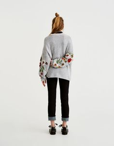Handmade embroidered sweater - Knit - Clothing - Woman - PULL&BEAR Israel