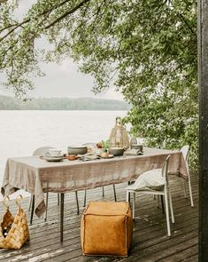 Dinner table at the pier in the summer | Styling ideas and inspiration for the balcony and outdoor room